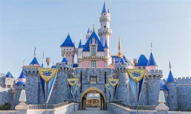 Disneyland da Califórnia terá de reabrir com 25% da capacidade no futuro próximo
