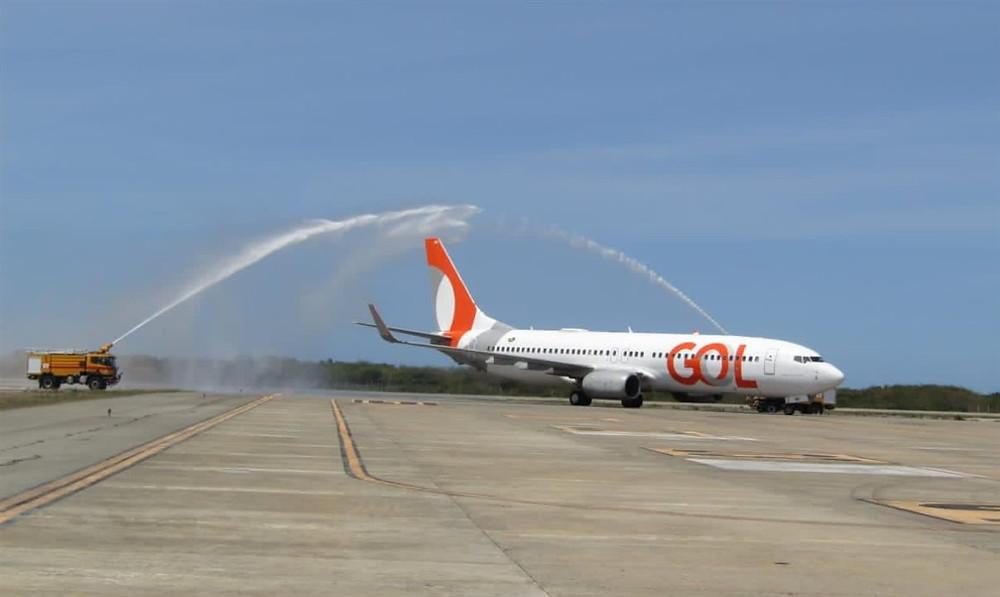 """A chegada da aeronave a Jericoacoara (CE) contou com o tradicional """"batismo"""""""