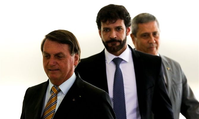 Jair Bolsonaro e os ministros Marcelo Álvaro Antônio e Braga Netto