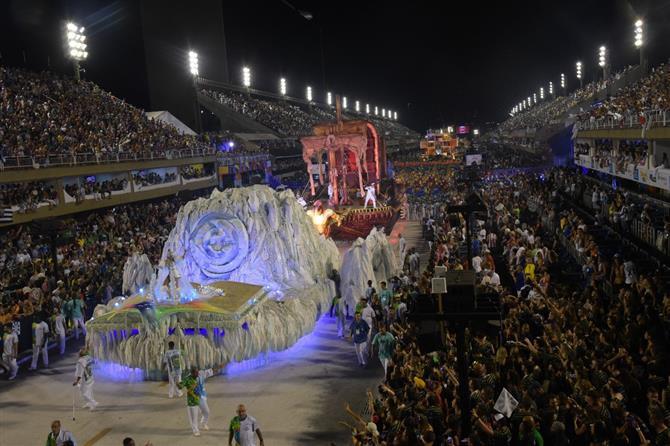 A previsão é que os desfiles aconteçam na primeira quinzena do mês, do dia 9 ao dia 12