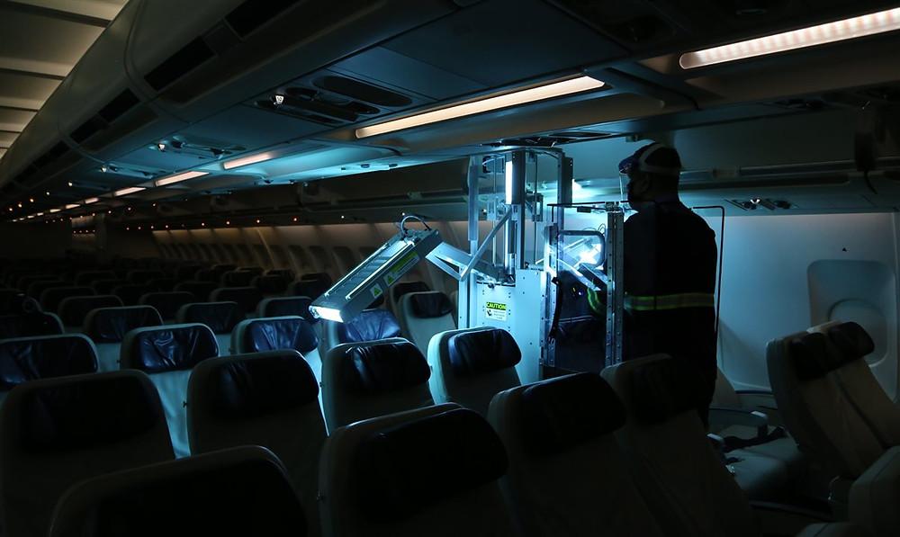 Azul reforça sistema de limpeza e inicia uso de raio ultravioleta da Honeywell em suas aeronaves