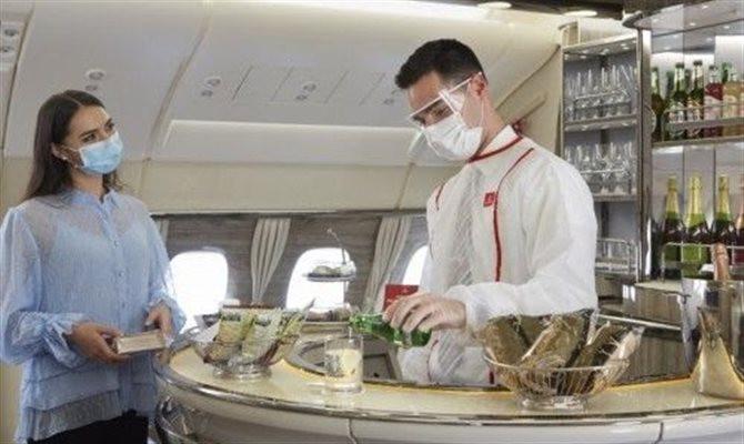 Serviços de lounge e banho da aeronave A380 da Emirates retornam após avaliação de saúde e segurança