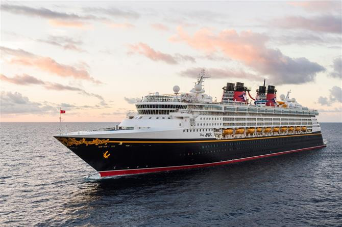 A Disney Cruise Line, por exemplo, cancelou todas as partidas até 28 de fevereiro
