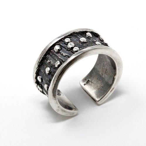 Anello in argento.  Fusione in osso di seppia. Gioielli particolari vendita online.