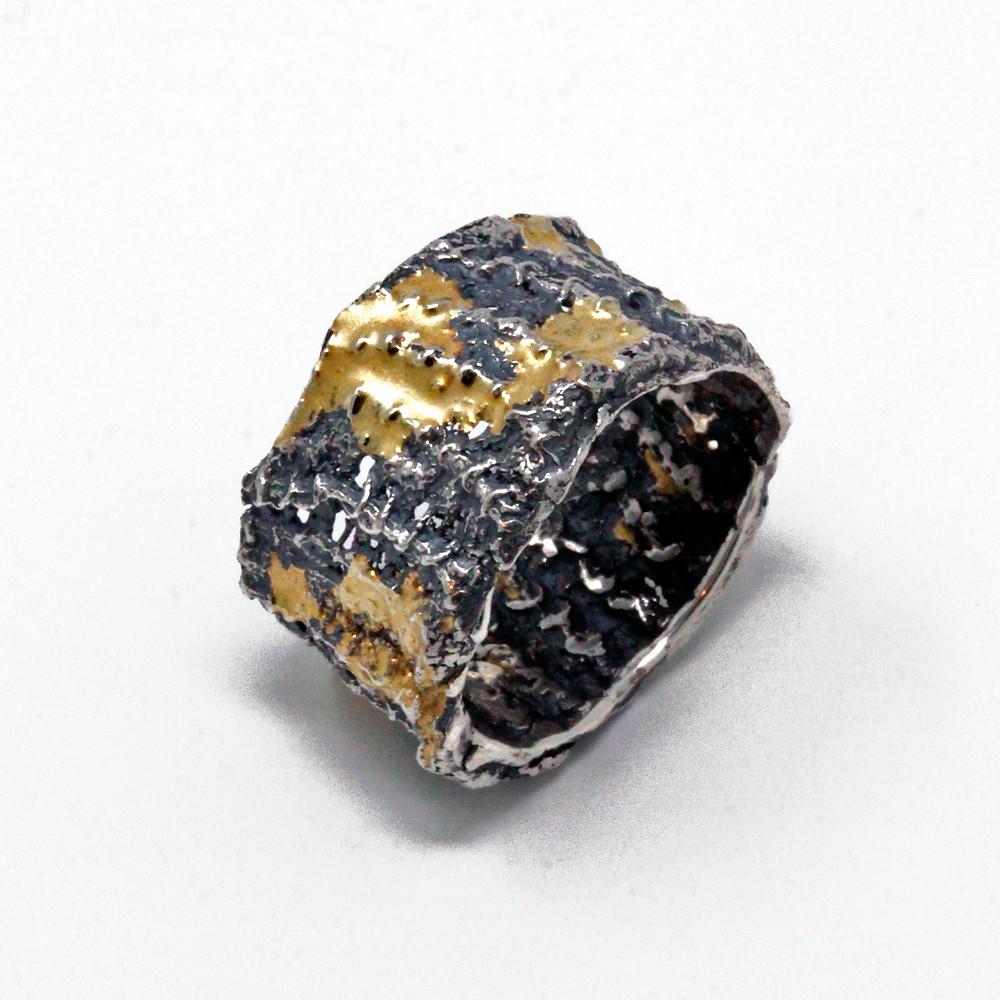Anello per la cura dell'anima. argento 925% oro 750%. Microfficina Gioielli Artigianali