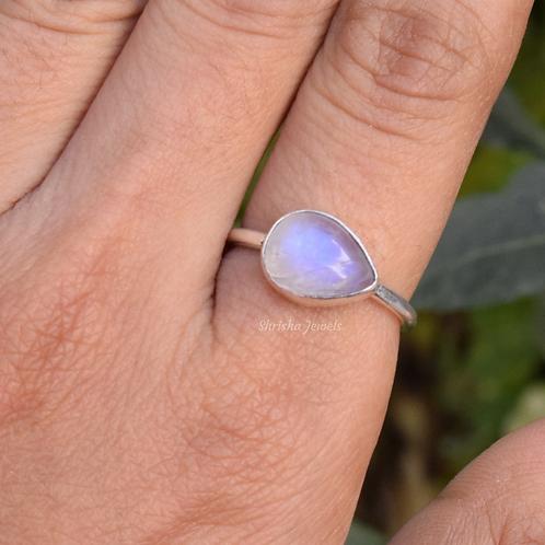 Natural Moonstone Pear Shape 925 Silver Ring