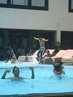 Ayurveda-Team im Pool