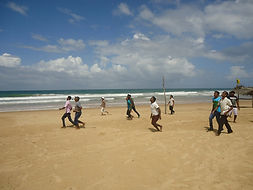 Ayurveda Lawrence Hill Team spielt am Strand