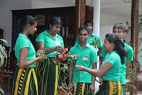 Ayurveda-Therapeuten bei Öl-Zeremonie