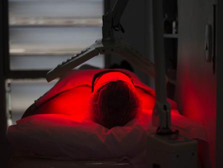 Fotobioestimulação: Conheça os benefícios da Led terapia e laser na Estética