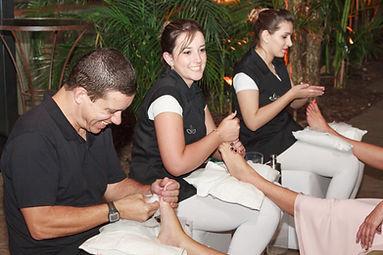 equipe_massagem_pes