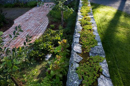 Cottage garden -henkinen hyötypuutarha