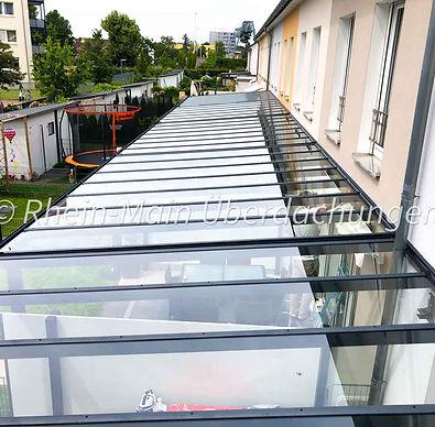 terrassenueberdachung-lang-reihenhaus-kl