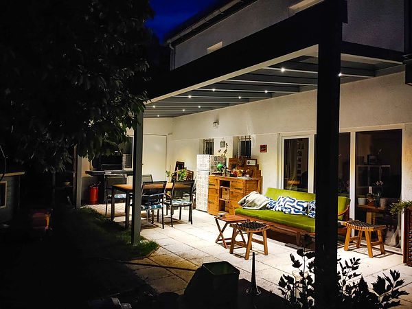 Alu Terrassenüberdachung bei Nacht mit Led Lichtern