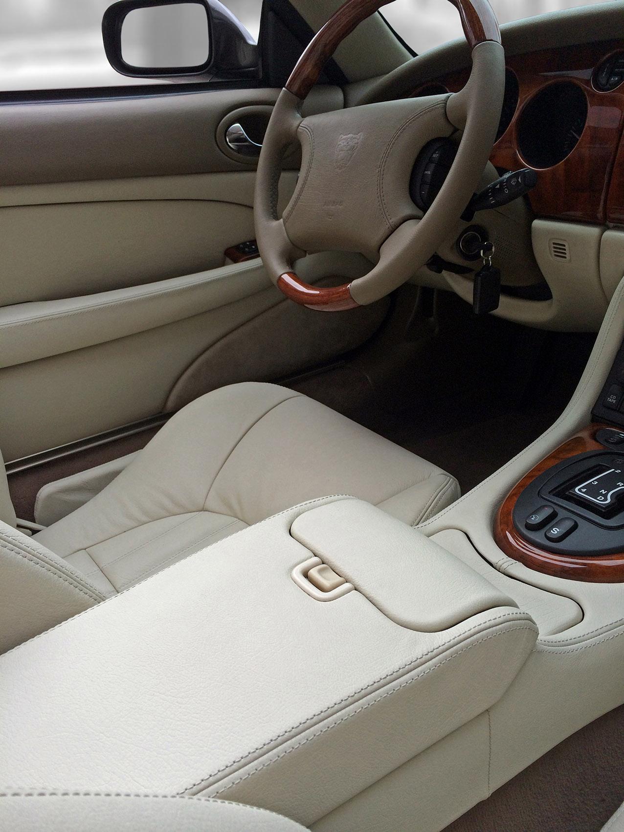 Jaguar XKR -3