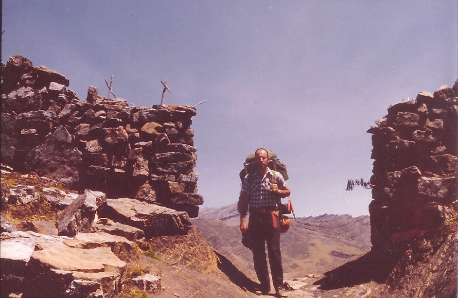 2. COCUY  Robert at High Pass with Crains studded with crosses Sierra Nevada e Cocuy 1973 (2)