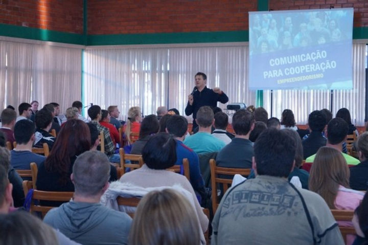 Universidade-prepara-líderes-holísticos-