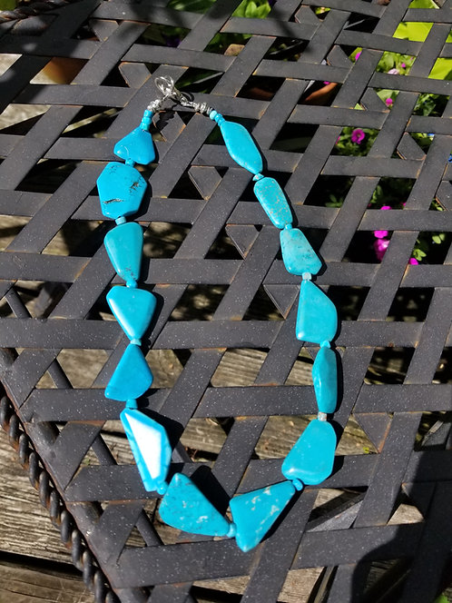 Faceted Turquoise Bead Necklace.