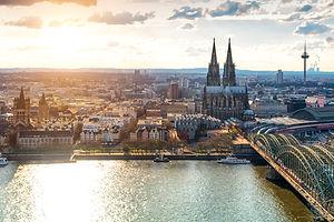 Erlebe-Köln-Dom-Hohenzollernbrücke-von-oben