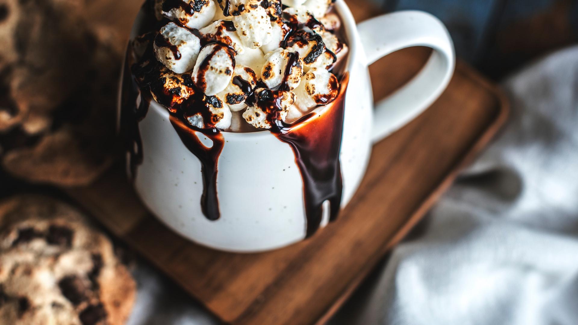 Marshmallow ile sıcak çikolata