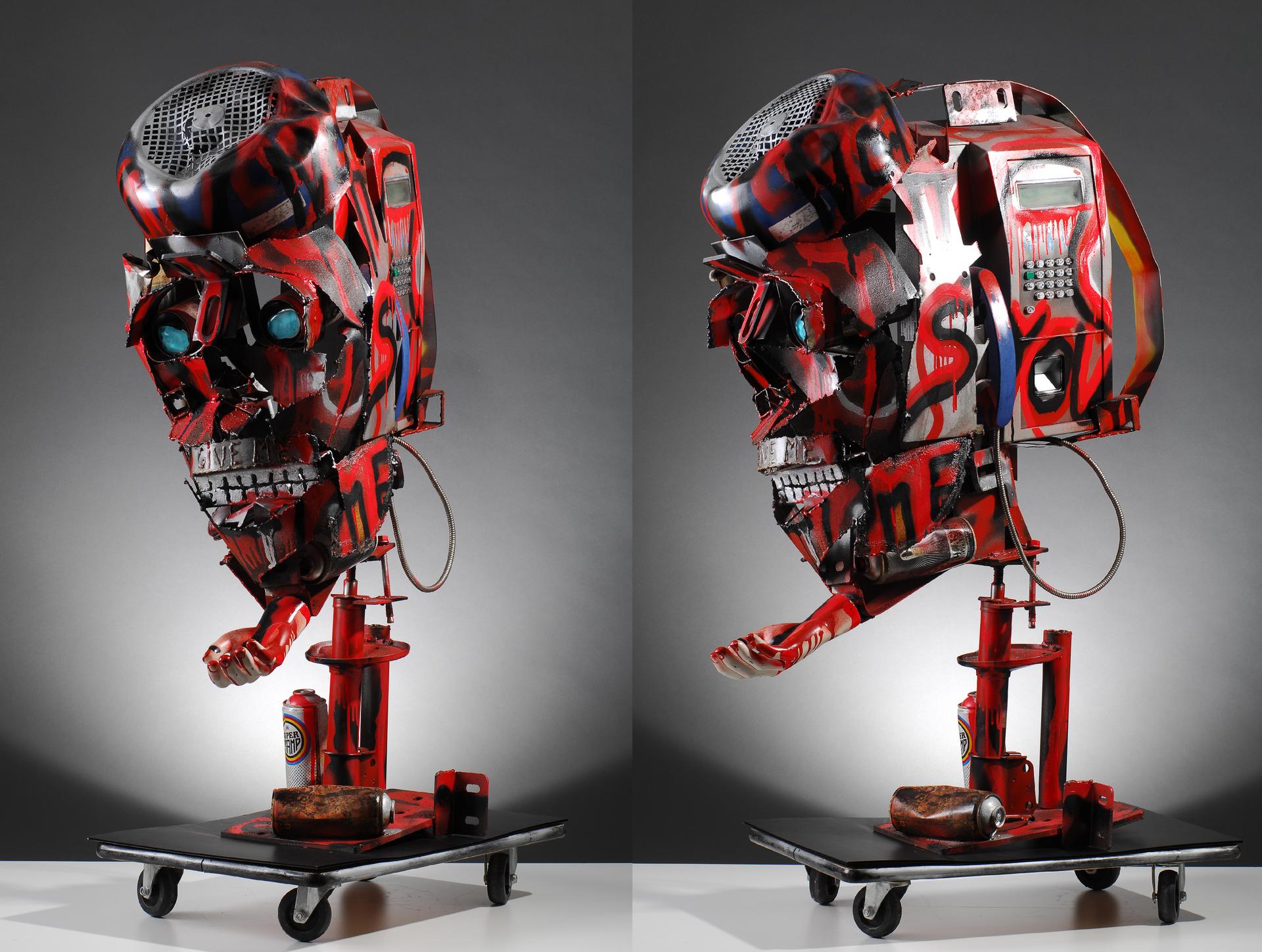 sculpture réalisée avec une cabine de telephone recyclée.