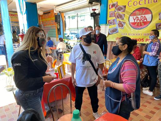 Vecinos de La Moderna comparten sus preocupaciones a Yazmin García, candidata a la Benito Juárez