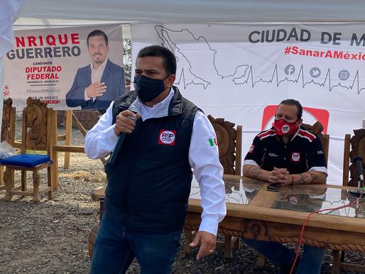 Enrique Guerrero festeja a niñas y niños en su día
