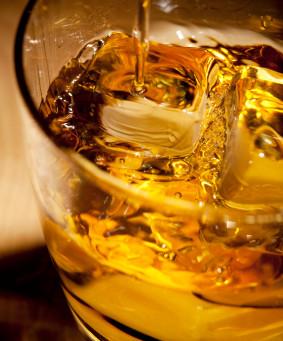 ウィスキーを飲みながら。
