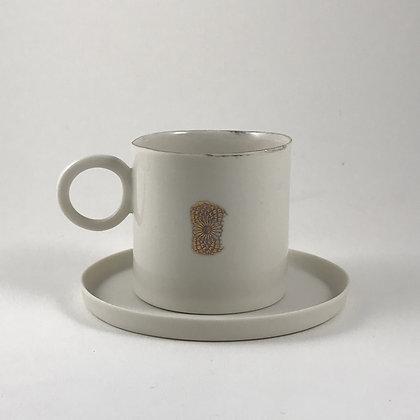 Altın Dekorlu Kahve Fincanı ve Tabağı
