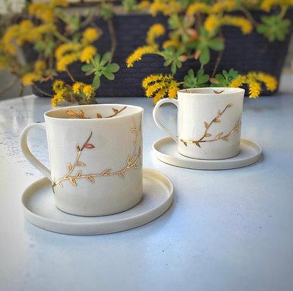 Altın Motifli Kahve Fincanı ve Tabağı