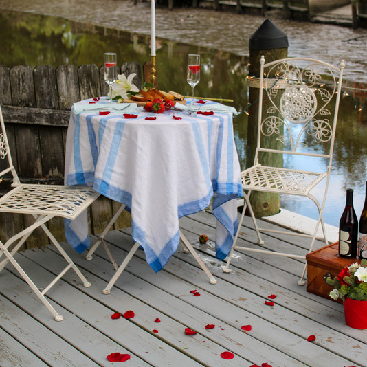 Moonfly Package customized with bistro table