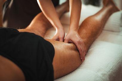 legs-sports-massage-therapy-7UZ48XL (1).