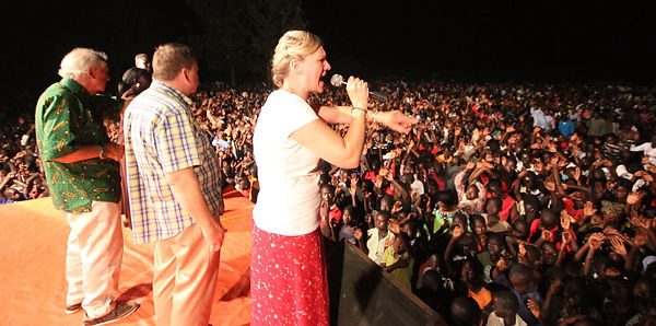 Sharon Davy Preaches to thousands