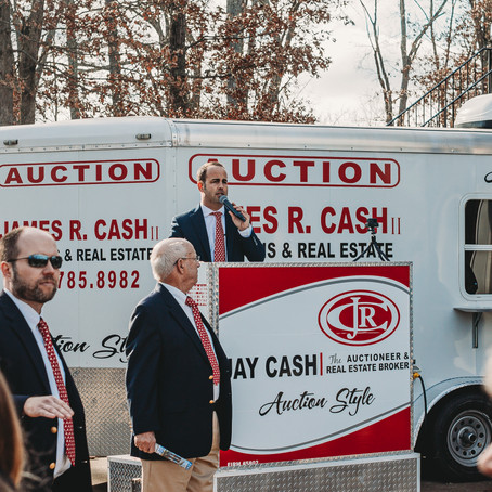 How Are Auctioneers Paid?