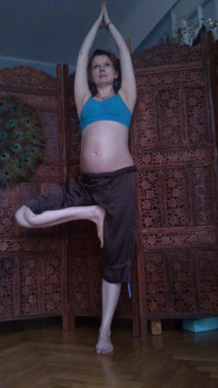 vrksasana 7 miesiąc ciąży