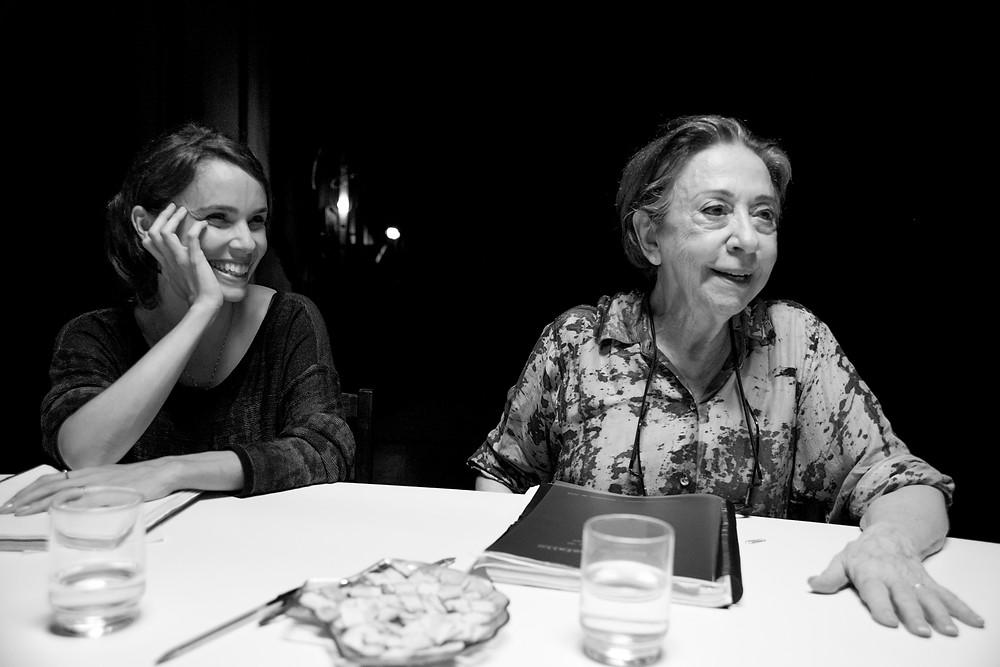 """Débora Falabella e Fernanda Montenegro em """"O Beijo no Asfalto"""""""
