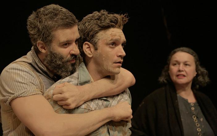 """""""Tom na Fazenda"""", homofobia, violência e teatro da melhor qualidade"""