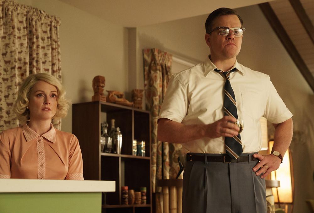 Juliane Moore e Matt Damon em Suburbicon