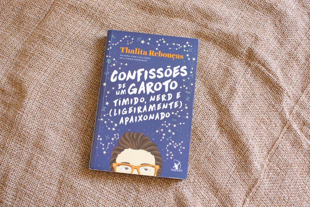 """Capa """"Confissões de um garoto tímido, nerd e (ligeiramente) apaixonado"""", de Thalita Rebouças"""