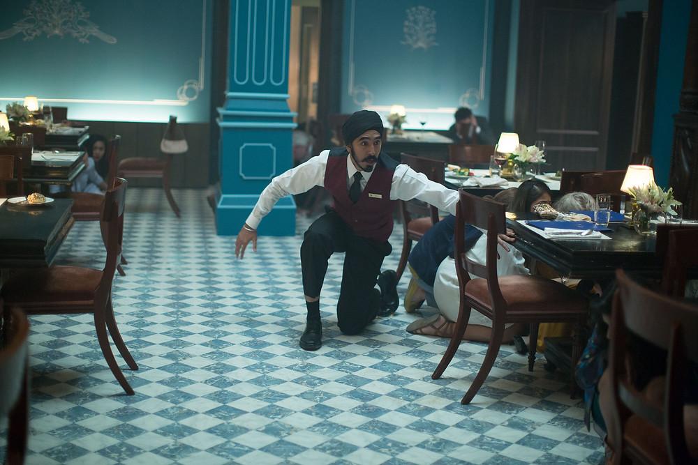 """Dev Patel em cena de """"Atentado ao Hotel Taj Mahal"""""""