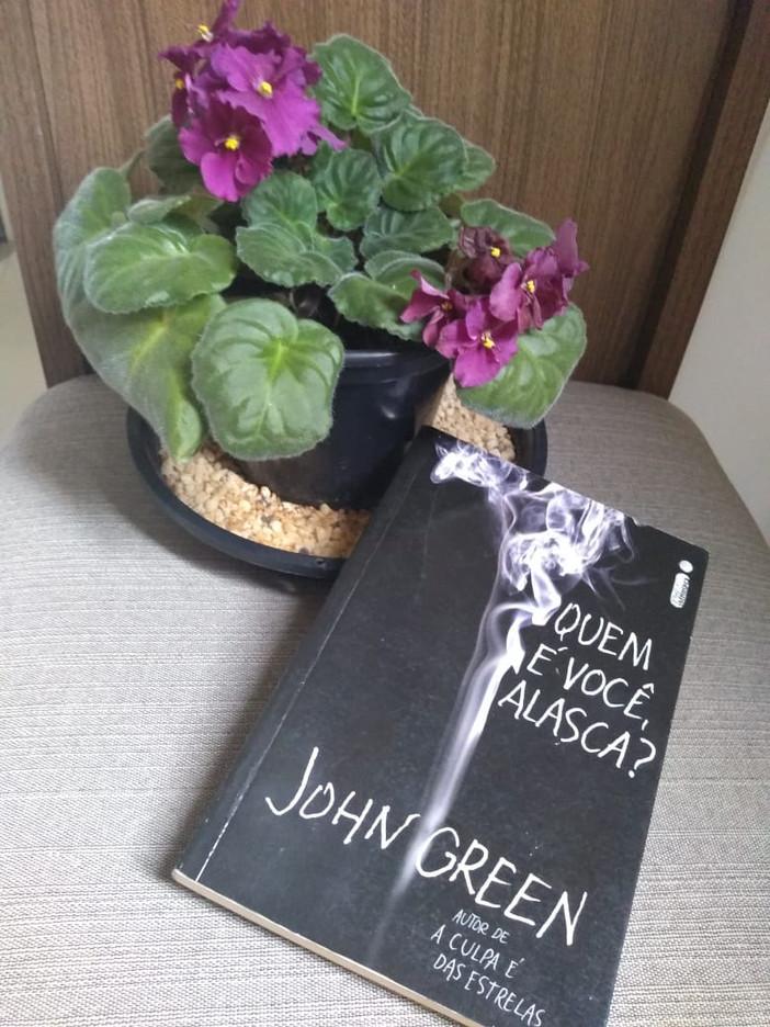 """O cômico e dramático """"Quem é Você, Alasca?"""", de John Green"""
