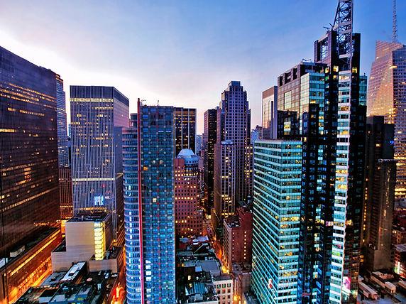 夜明けタイムズスクエア上記超高層ビル