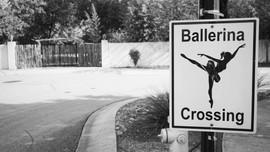 Ballerina Crossing, Gruene