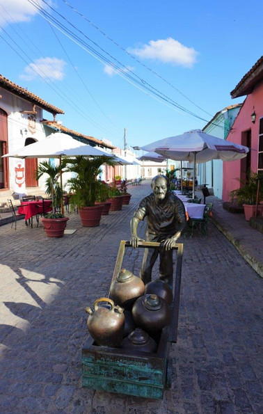 Cuban artist Martha Jiminez, Brownze sculpture of man with Tinajores (clay pots) in Camagüey, Cuba