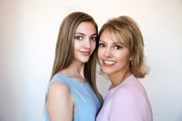 mother and daughter images