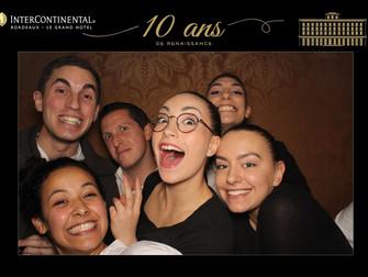 Super ambiance devant la borne à selfies dans un grand hôtel bordelais