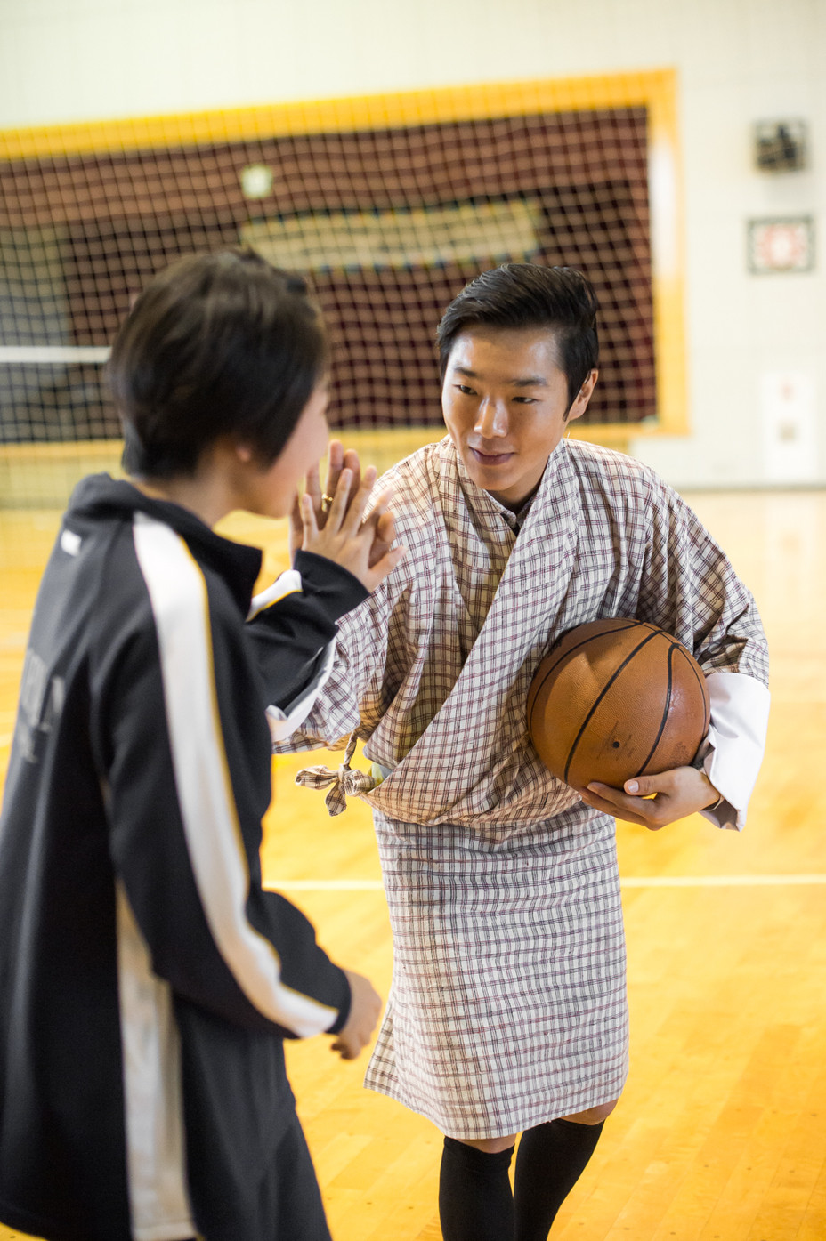 ブータン王子、ダショー・ジゲル中学校の部活を視察