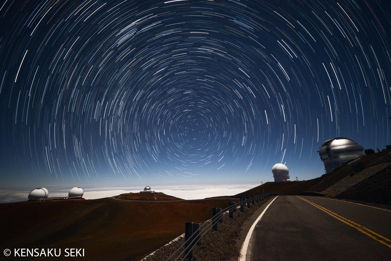 マウナケア山頂から見た星の軌跡