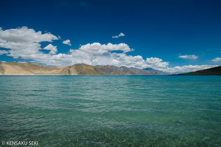 エメラルドに輝く巨大塩湖、パンゴンツォへ