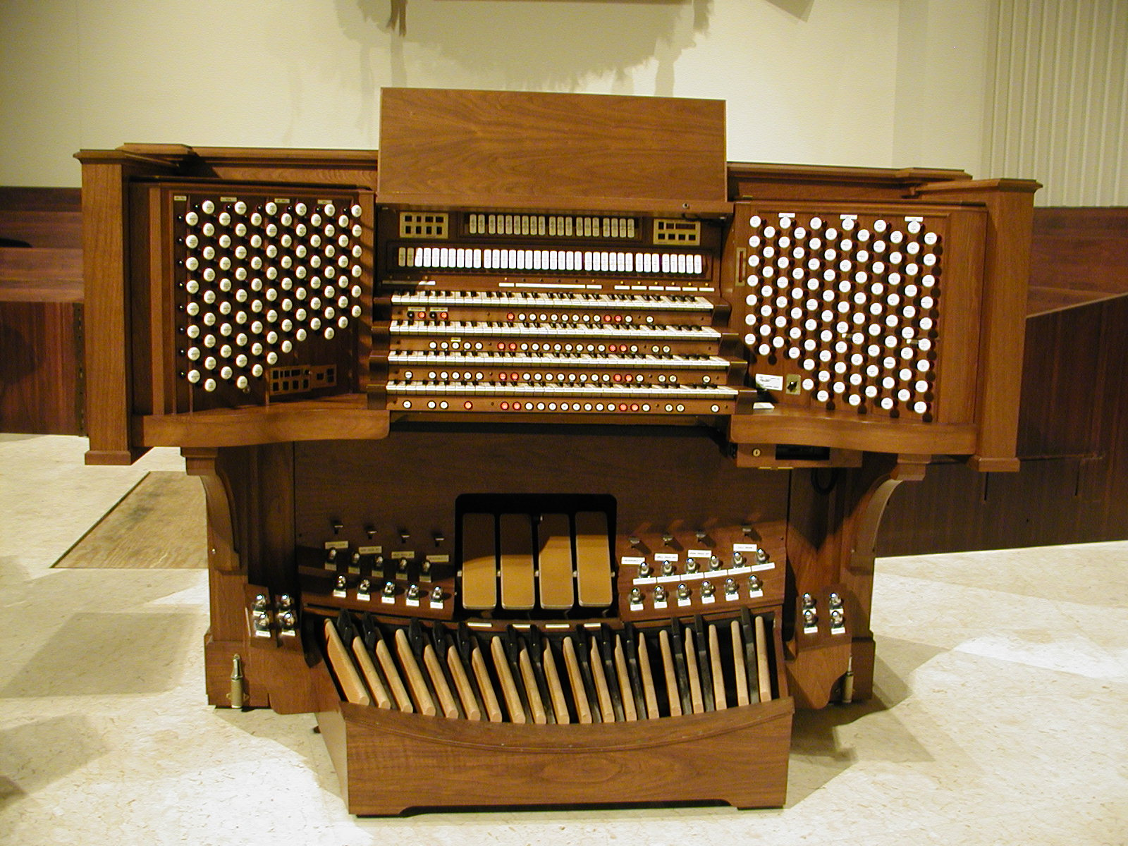 First Presbyterian Reuter console